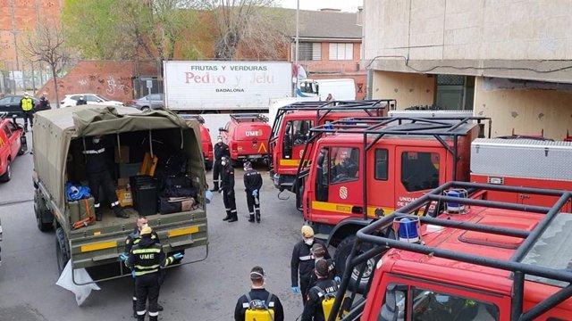 Unidades de la UME del Ejército realizan tareas de limpieza en residencias edificios municipales, centros sanitarios, servicios sociales, mercados municipales y paradas de metro y autobús de Badalona (Barcelona)