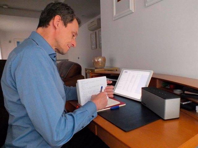 El ministro de Ciencia, Pedro Duque, participa en una multuconferencia sobre el COVID-19