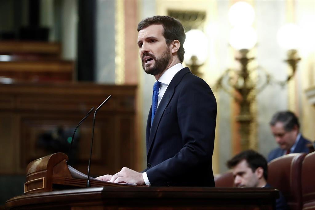 """Casado da su apoyo a Sánchez pero le acusa de """"ineficacia"""" y de """"negligencia"""" por no actuar antes"""