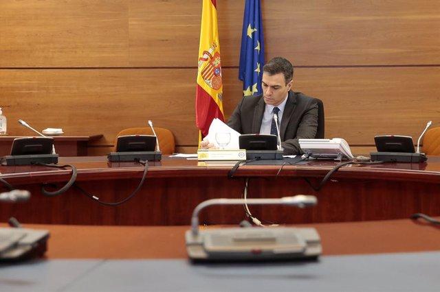 """España.- Sánchez defiende mantener ciertas actividades y la oposición pide paralizar las no esenciales o """"cierre total"""""""