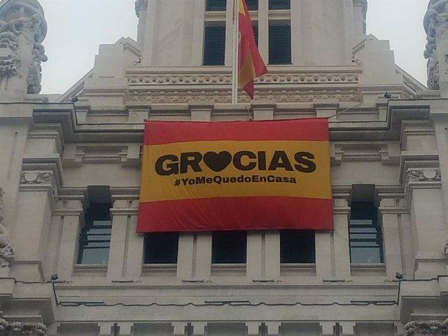 Bandera de España en Cibeles