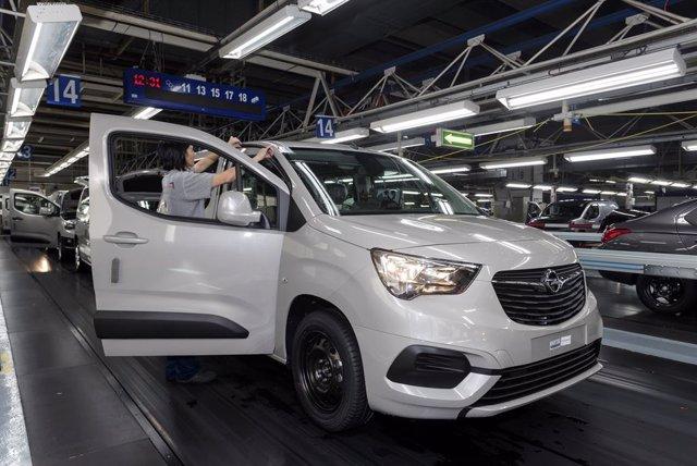 Producción del Opel Combo en la planta de PSA en Vigo