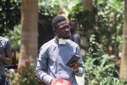 El cantante y líder opositor ugandés Bobi Wine