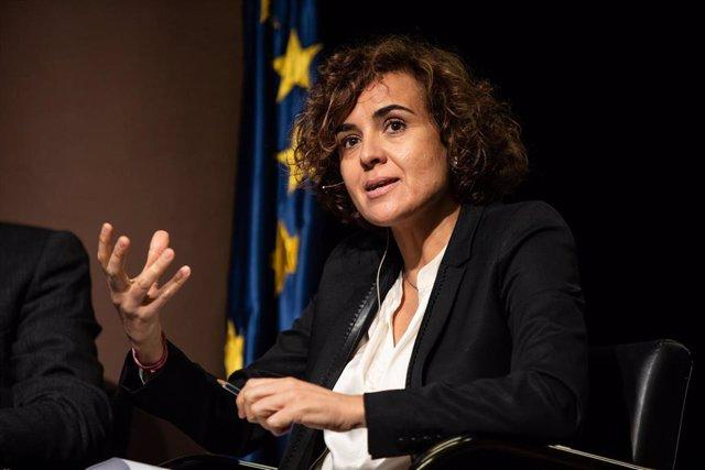 La diputada en el Parlamento Europeo por el Partido Popular, Dolors Momtserrat durante un debate con demás miembros de la Comisión de Medio Ambiente del Parlamento Europeo en la presentación del Pacto Verde Europeo, en la Pedrera, en Barcelona (España), a