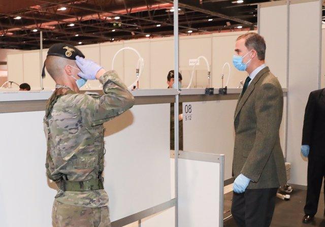 El Rey Felipe VI visita IFema, donde hay un hospital provisional para atender a pacientes con coronavirus