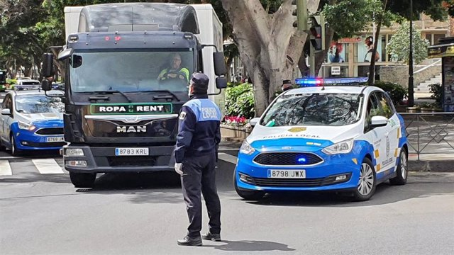 Control de la Policía Local de Santa Cruz tras la declaración del estado de alarma