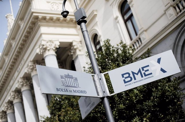 Señal en la calle que indica la Bolsa en Madrid