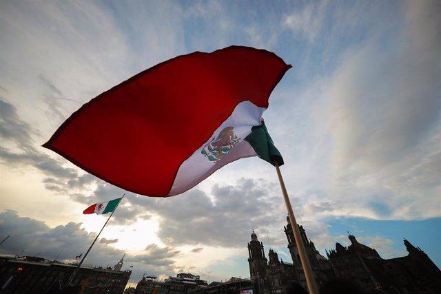 """Economía.- El Gobierno de México suspende todas sus actividades excepto las """"ese"""