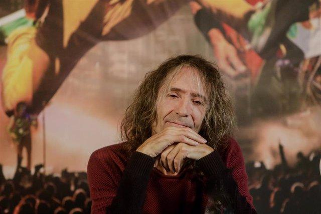 Roberto Iniesta de Extremoduro durante una rueda de prensa en la que ha confirmado una gira de despedida de la banda