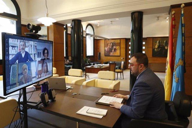 El presidente asturiano, Adrián Barbón, en la reunión telemática del Consejo de Gobierno.