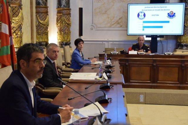 El alcalde de San Sebastián, Enko Goia, el lehendakari, Iñigo Urkullu, y la consejera de Seguridad, Estefanía Beltrán de Heredia