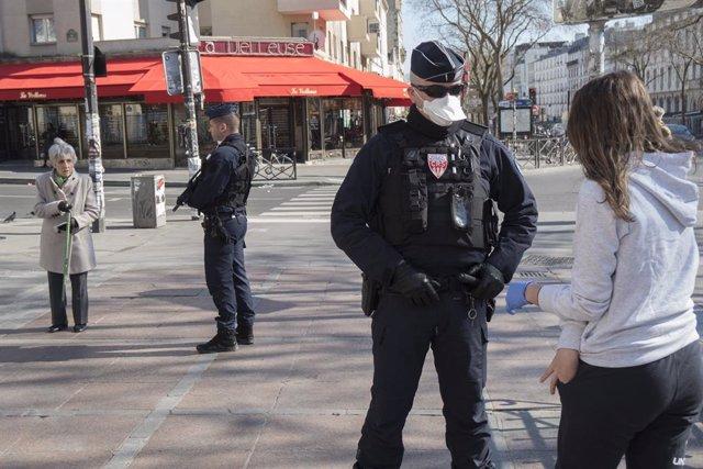 Coronavirus.- Los policías franceses amenazan con no vigilar el confinamiento si