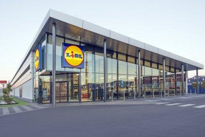 Lidl refuerza seguridad en tienda con 3.500 mamparas y 150.000 litros de gel desinfectante