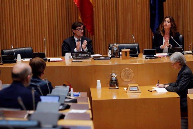 El ministro de Sanidad, Salvador Illa (i), durante su comparecencia en la Comisión de Sanidad del Congreso de los Diputados,
