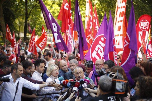 El secretario general de UGT, Pepe Álvarez, atiende a los medios previo a la manifestación por el 1 de mayo.