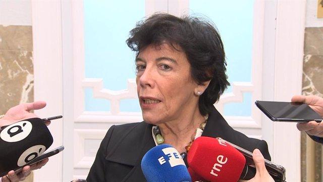 Celaá pide a la presidenta de Madrid que se lea la reforma educativa antes de llevarla al Tribunal Constitucional