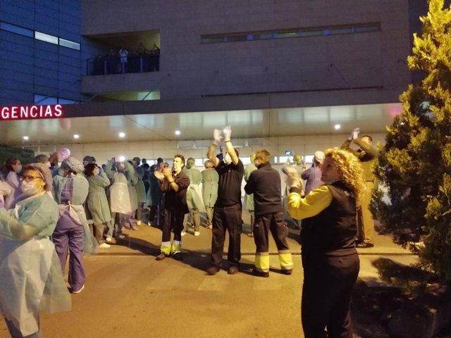 Carteros de la capital, Andújar y Úbeda se unen a los aplausos al personal de los hospitales