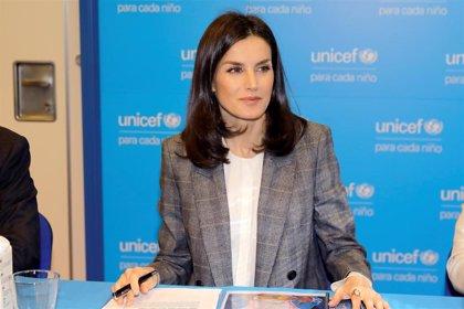 La Reina se interesa por los niños en situación vulnerable y personas con discapacidad