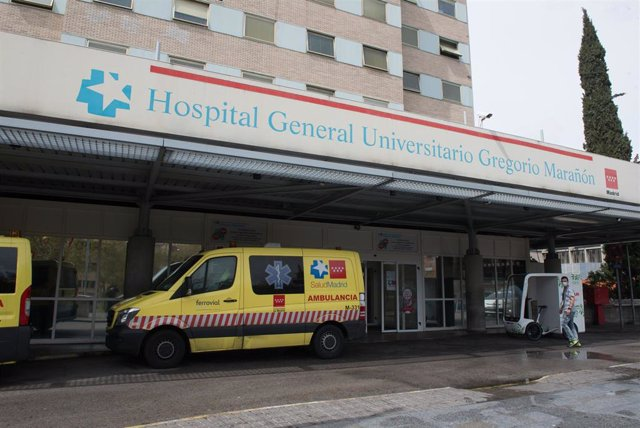 Ambulancias en la entrada del Hospital Gregorio Marañón.