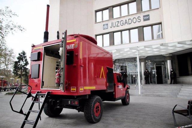 Un camión de militares de la UME situado en Plaza Castilla