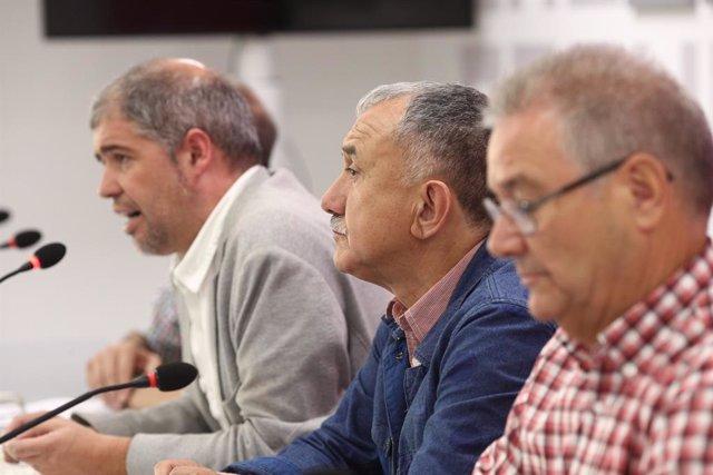 Els secretaris generals de CC.OO. i UGT, Unai Sord i Pepe Álvarez, presenten els motius i el recorregut de les marxes per pensions dignes
