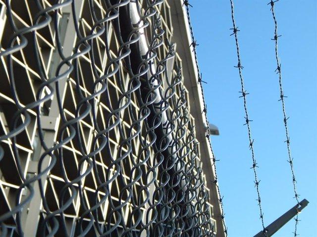 Imagen de archivo de la valla de una cárcel.