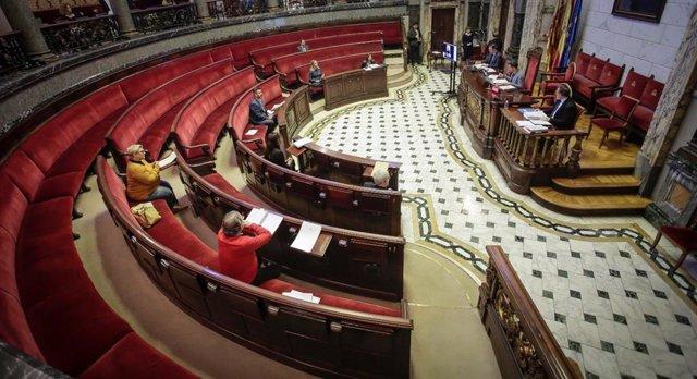 Imagen del pleno ordinario celebrado este jueves en el Ayuntamiento de València en el que se han tomado medidas para combatir los efectos del Covid-19.
