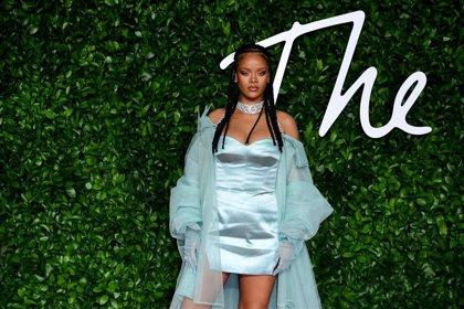 Rihanna hace una donación millonaria contra el COVID-19 antes de estrenar su nuevo trabajo