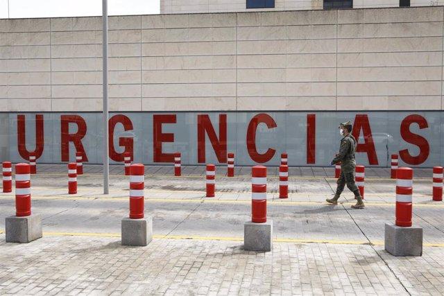 Los Legionarios patrullan en la zona del Hospital del PTS de Granada, en imagen de archivo