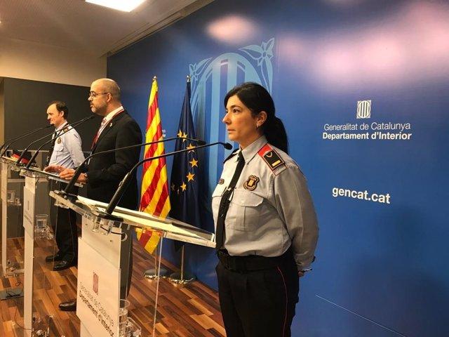 La inspectora de Mossos d'Esquadra Montserrat Vaig escudar en roda de premsa al costat del conseller d'Interior, Miquel Buch, i al comissari cap de Mossos, Eduard Sallent.