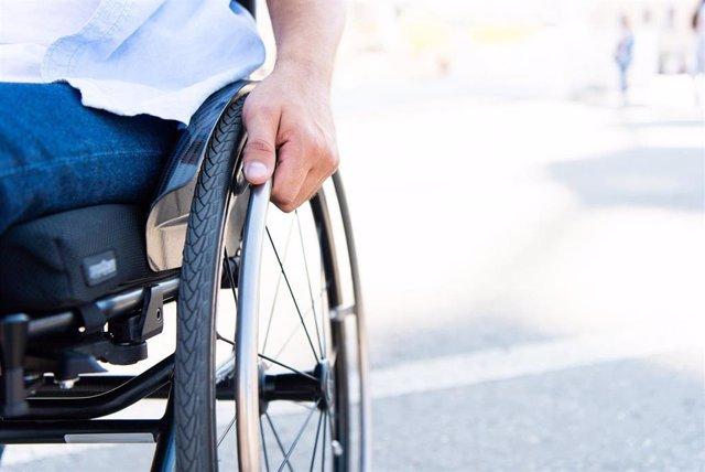 Usuario de silla de ruedas (Archivo)