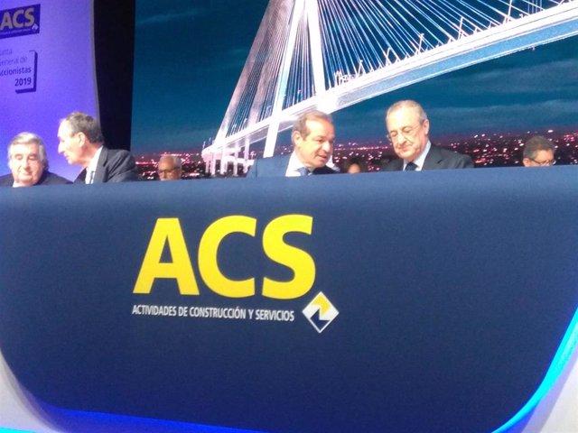 El presidente de ACS, Florentino Pérez, y el consejero delegado, Marcelino Fernández Verdes, en la junta de accionistas de la compañía de 2019
