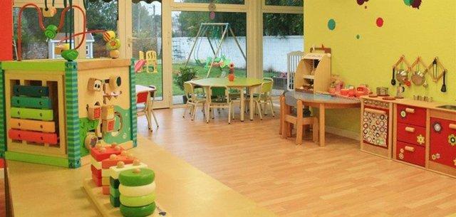 Imaxe dunha aula dunha escola infantil baleira.