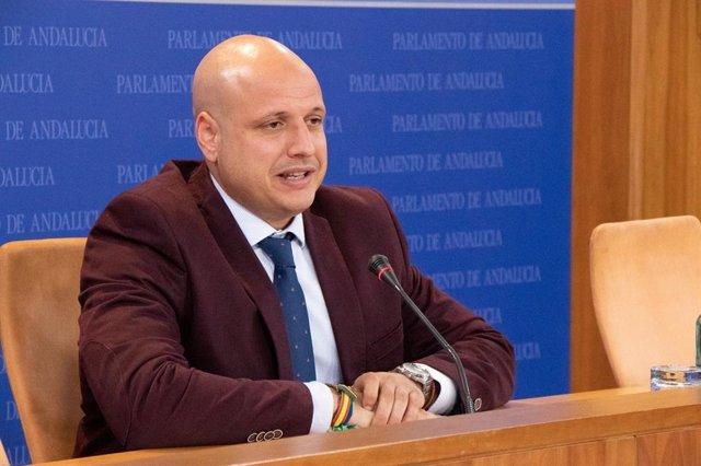 El portavoz parlamentario adjunto de Vox, Rodrigo Alonso, en rueda de prensa (Foto de archivo).
