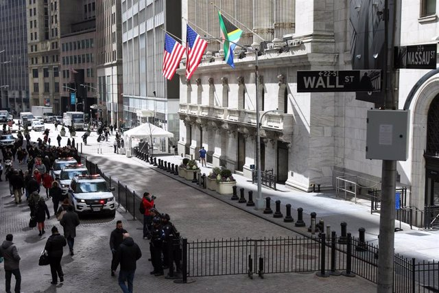 February 27, 2020 - New York, NY USA: New York Stock Exchange Building. Wall Street's main indexes tumbled nearly 2\% on Thursday and confirmed a correction that began last week, as the rapid spread of the coronavirus outside China intensified fears about