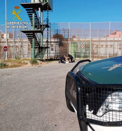Narcotraficantes intentan meter droga a Melilla arrojándola por la valla tras el cierre de fronteras por el coronavirus
