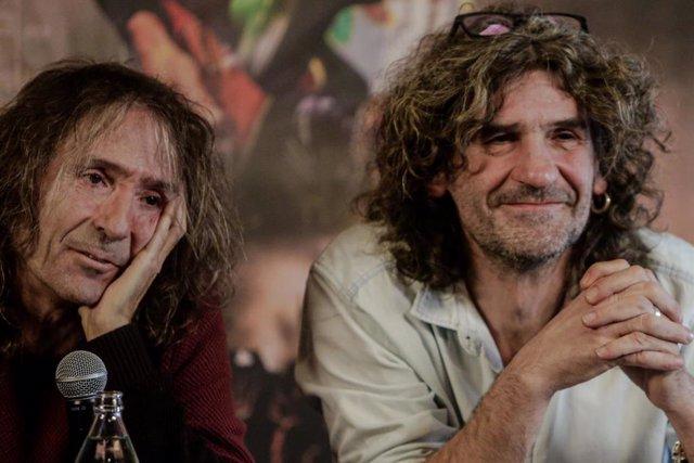 Roberto Iniesta e Iñaki 'Uoho' Antón de Extremoduro durante una rueda de prensa en la que han confirmado una gira de despedida