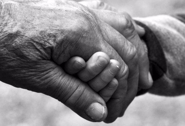 Mayores, abuelas y nietos