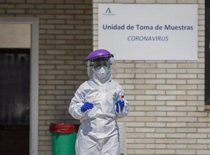 Los sanitarios infectados de coronavirus en Andalucía concentran el 23% de positivos hasta un total de 872