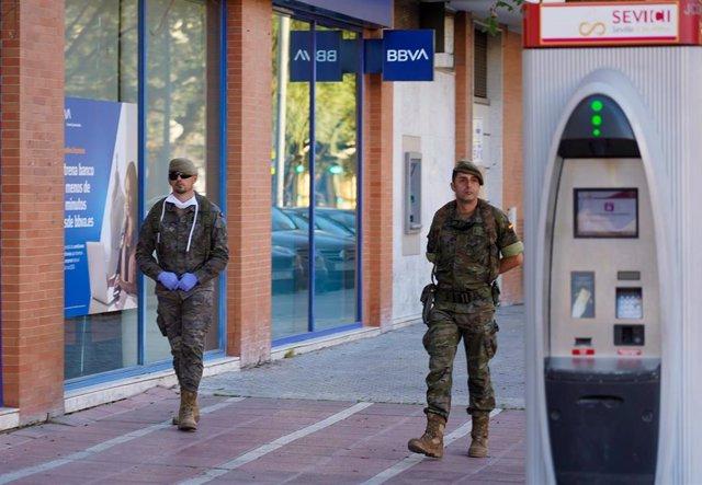 Militares patrullando en Sevilla