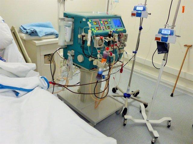 Imagen de un equipo de diálisis en el Hospital Infanta Leonor.