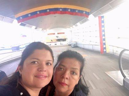 Las dos mujeres herreñas 'atrapadas' en Venezuela llegan este viernes a Tenerife