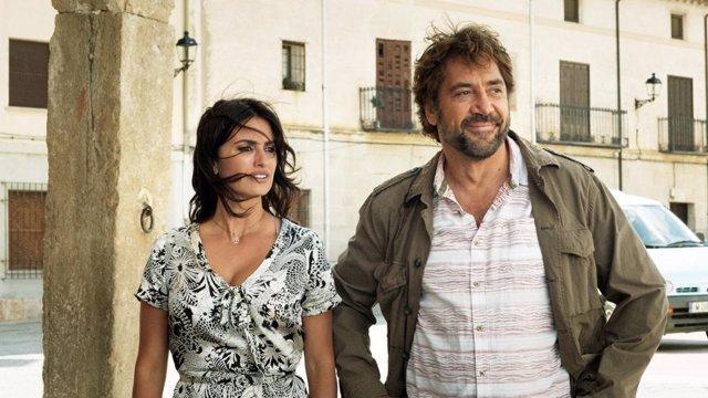 Los actores Penelope Cruz y Javier Bardem en un fotograma de la película 'Todos lo saben'