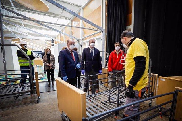 Javier Lambán y Jorge Azcón visitan las instalaciones del Auditorio de Zaragoza donde se están instalando un hospital de campaña frente al COVID-19.
