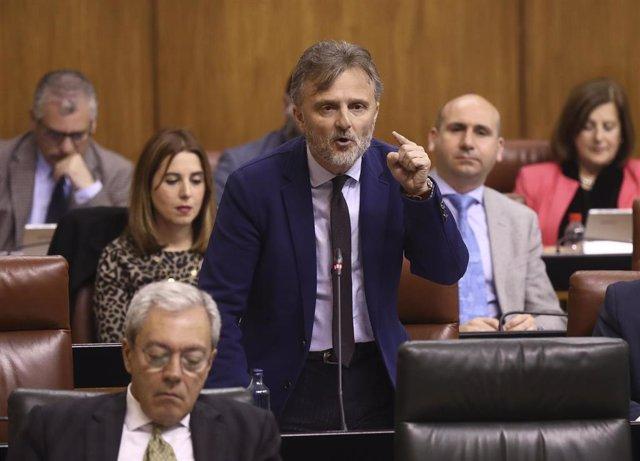 El portavoz del grupo parlamentario socialista, José Fiscal, en una imagen de archivo en el Parlamento andaluz.