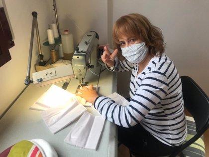 Las costureras de Pronovias Group cosen 2.000 mascarillas para hospitales