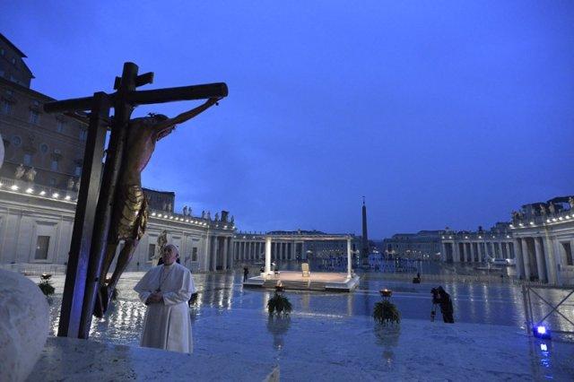 El Papa imparte una bendición 'Urbi et Orbi' extraordinaria ante el coronavirus