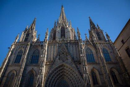 Los canónigos de la catedral bendicen la Cruz de Término de Barcelona