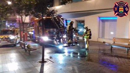 Varios agentes intoxicados al rescatar a un vecino de un incendio en Alcorcón