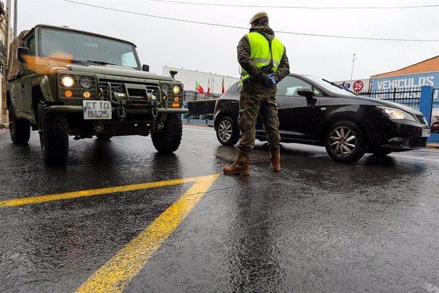El Gobierno habilita a las Fuerzas Armadas para la conducción y traslado de cadáveres.